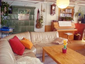 gemütliche Couch-Ecke am Kachelofen